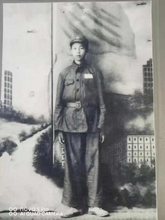 1952年的吴雄奎烈士。吴雄奎烈士牺牲后,这张照片经人转交给吴雄奎的弟弟。