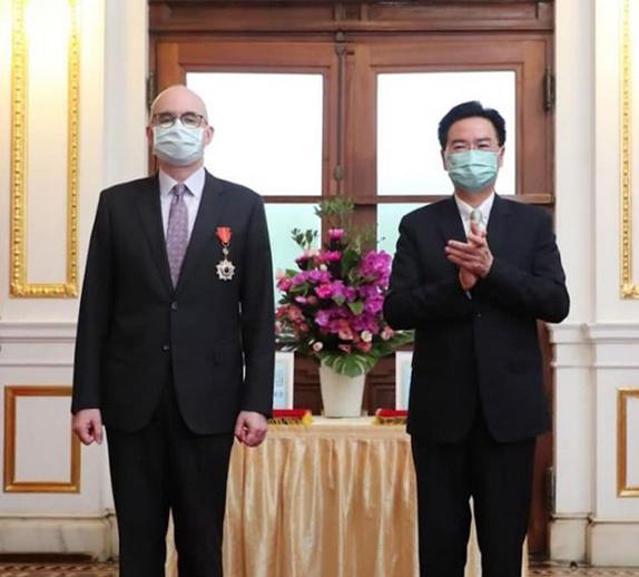 美国驻台高官将转任驻日大使 台媒嗨了:台湾女婿