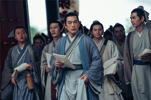 王耀庆荣获智族GQ年度跨界艺人 实力主持频登热搜综艺霸屏