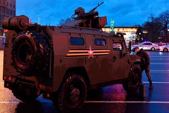 俄胜利日红场阅兵在周二晚举行了第二次彩排