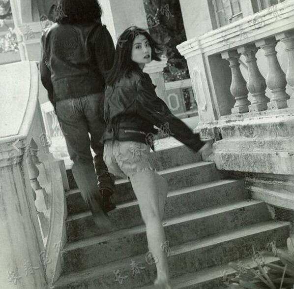 王菲28年前旧照曝光 模样青涩气场十足