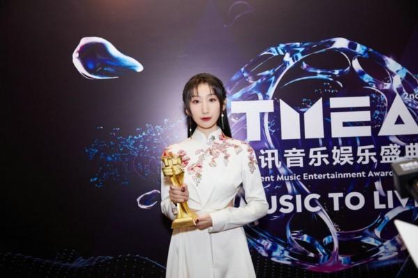 等什么君出席TMEA腾讯音乐娱乐盛典 荣获年度国风音乐人