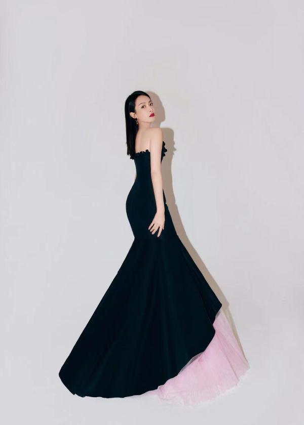 宋茜暮夜樱花裙出席时尚晚宴 诠释法式优雅