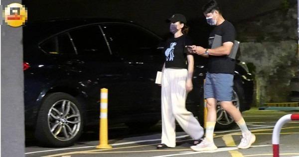 陈乔恩与男友Alan月初被本刊直击一同外出用餐,屡被爆料怀孕的她下盘略显丰满。 (图/本刊摄影组)