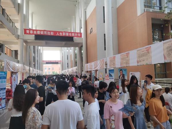 扬帆起航 广州城市理工学院顺利举办文科专场招聘会