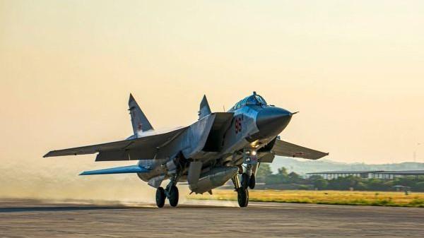 外媒:俄罗斯在英航母附近演练导弹射击