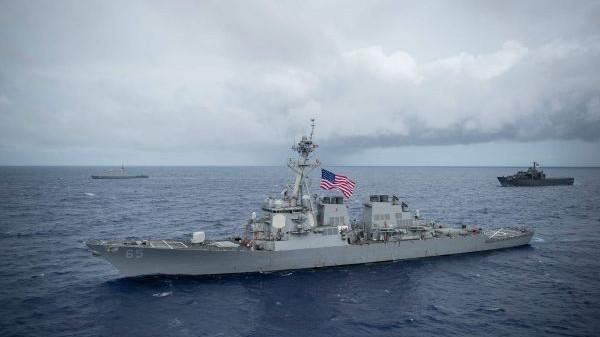 美军舰擅闯西沙被驱离