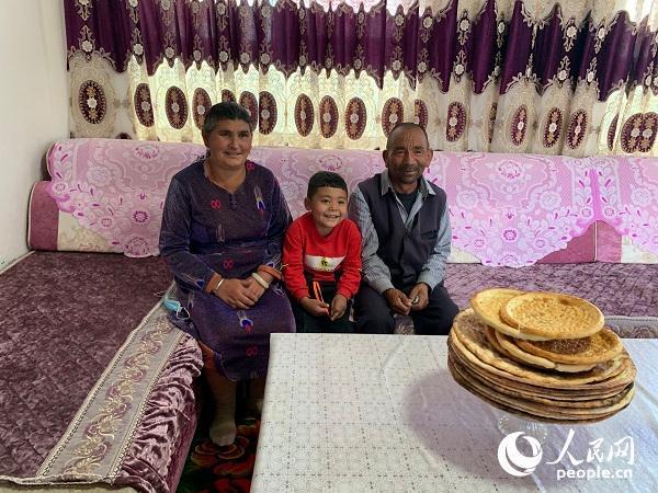 """新疆达里雅布依村易地扶贫搬迁奔向小康生活—— 塔克拉玛干腹地矗起""""沙漠新村"""""""
