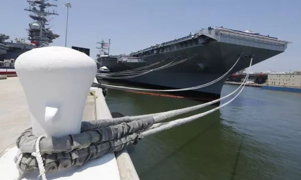 """▲资料图片:这是2017年7月22日在美国弗吉尼亚州诺福克海军基地拍摄的""""杰拉尔德·福特""""号航空母舰。新华社/美联"""