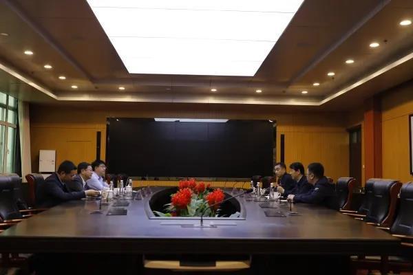 威海乳山市委副书记王大治一行到山东外事职业大学调研