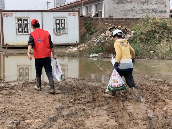 """抗洪救灾,携手并进——""""青凝""""志愿服务队助力山西抗险救灾"""