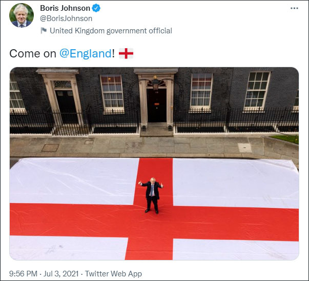 又翻车了!约翰逊脚踩英格兰旗帜摆拍加油被批