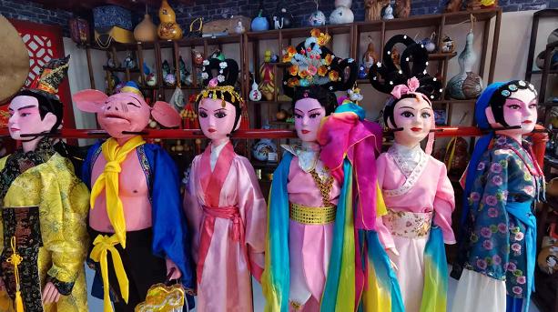 """一双手,一台戏——青岛莱西木偶戏在第五代传承人姜玉涛手上""""活起来"""""""