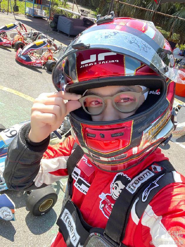 林志颖为开赛车配第一副眼镜:仅有50度和轻微散光