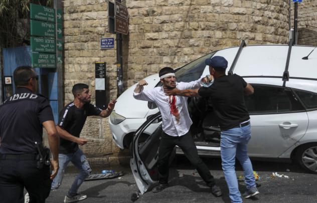 △5月11日,一名以色列犹太人遭巴勒斯坦青年围殴图片来自网络