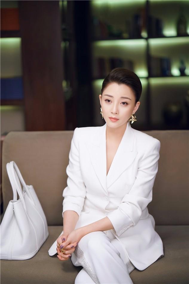 《正青春》节奏紧凑现波澜 吴谨言殷桃诠释职场女性力量