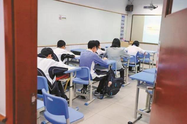 奥数之后英语再遭整改,北京鸡娃家长怎么办