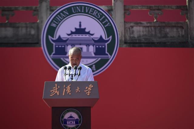 请党放心强国有我!武汉大学开学典礼上热搜
