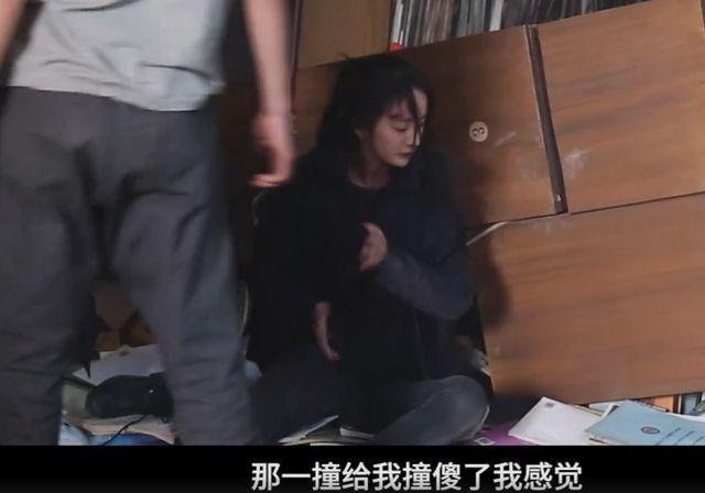 好温柔!杨幂骑坐男演员肩上拍打戏 打完暖心摸头