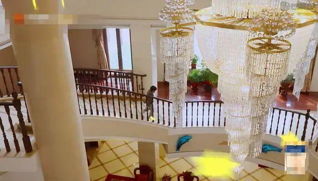 黄圣依曝家中100多人与婆婆独处难 豪宅大如宫殿