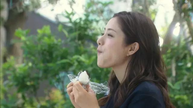 """日本""""最下饭的妹子""""她吃东西真的好看又撩人"""