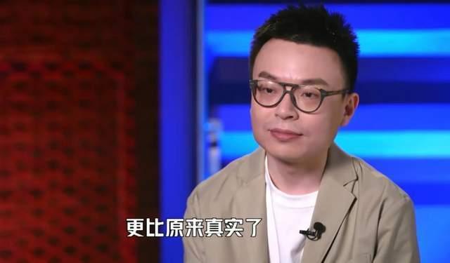 王思聪亮相脱口秀大会决赛 被发现后瞪眼怒视镜头