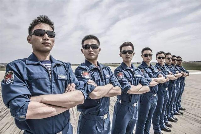 一旦战争爆发,美国有8万飞行员能上战场,中国呢