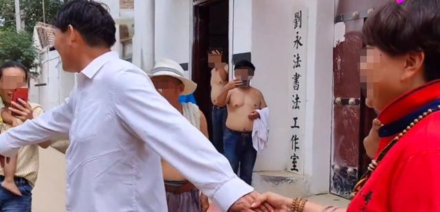 知名媒体人张晓磊曝出大衣哥出轨女粉丝还偷税?大衣哥否认