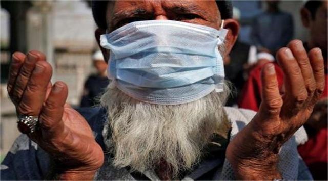 印度单日新增确诊超41万例破纪录