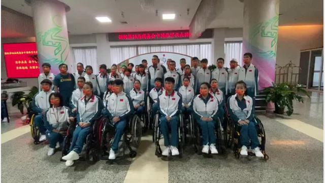 """又见""""纸板床""""?中国残奥代表团抵达东京啦"""