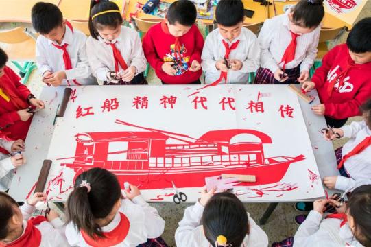 """呼和浩特:""""红船精神""""激励我成长"""