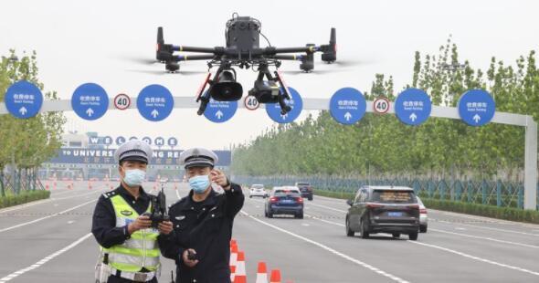 北京交警启用无人机参与交通执勤