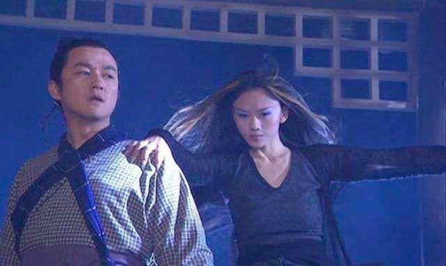 李亚鹏带小19岁女友约见杨丽萍 寸步不离似连体婴