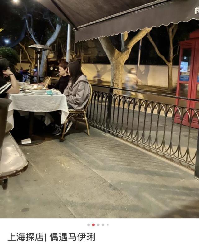 马伊琍代言风波后疑带文爱马聚餐 面无表情猛抽烟