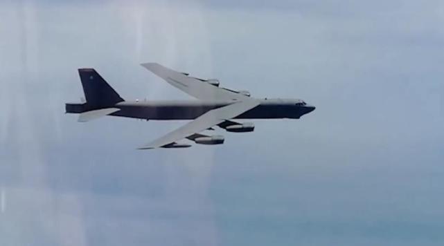 美军3架B-52轰炸机直奔俄领空飞去