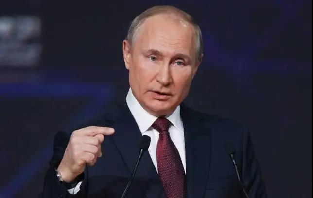 普京:美国正以坚定的步伐走着苏联的老路