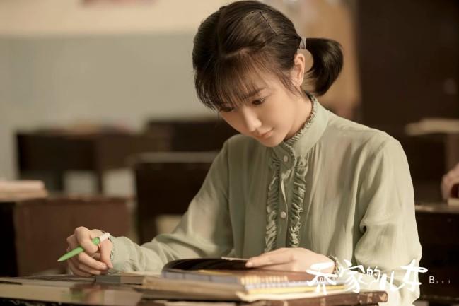《乔家的儿女》热播 毛晓彤诠释情感矛盾中的挣扎