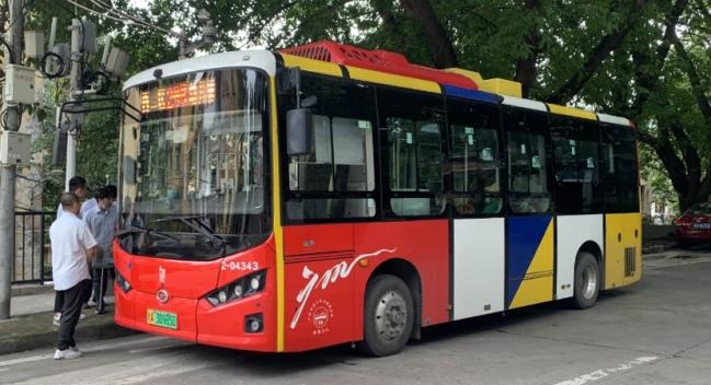 华南理工迎来首条公交车运行校巴线路 提供校园穿梭巴士服务