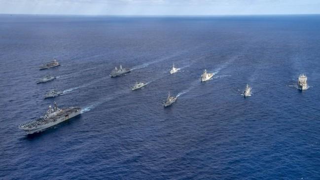 美澳日韩加五国海军在珊瑚海联合军演