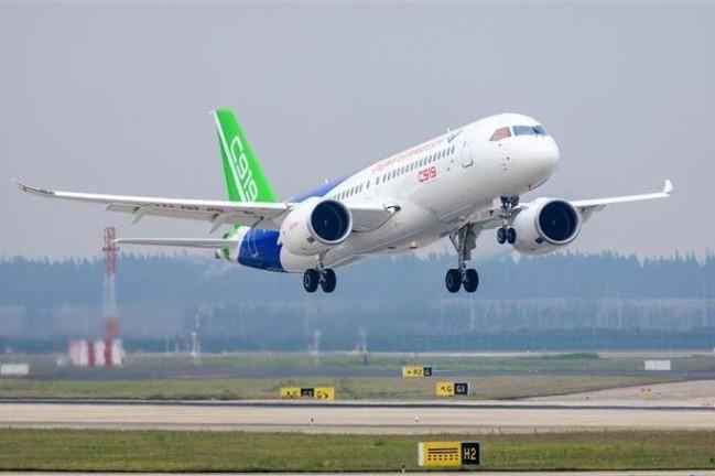 C919大型客机全球首单正式落地 年内交付首架