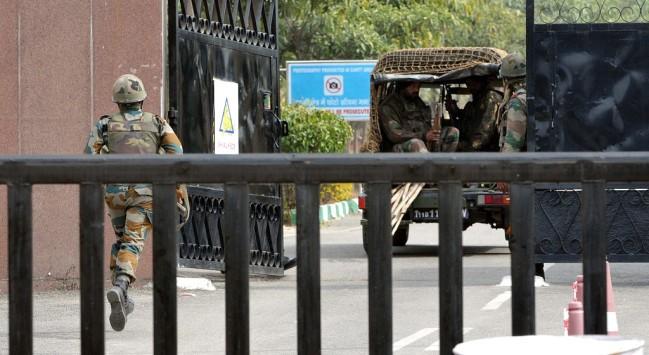 印度19岁海军士兵执勤时死亡 身上有枪伤