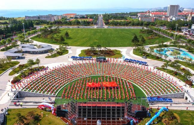 威海荣成开展群众歌咏会、快闪拍摄、千人交谊舞等活动庆祝建党百年