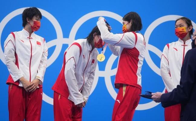 中国姑娘4×200自接力破纪录夺冠