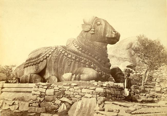 印度城市迈索尔的一尊南迪雕像 17世纪