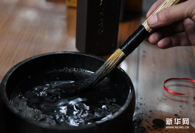 非遗传承:白沙茅龙笔的古朴墨韵 勾勒山水