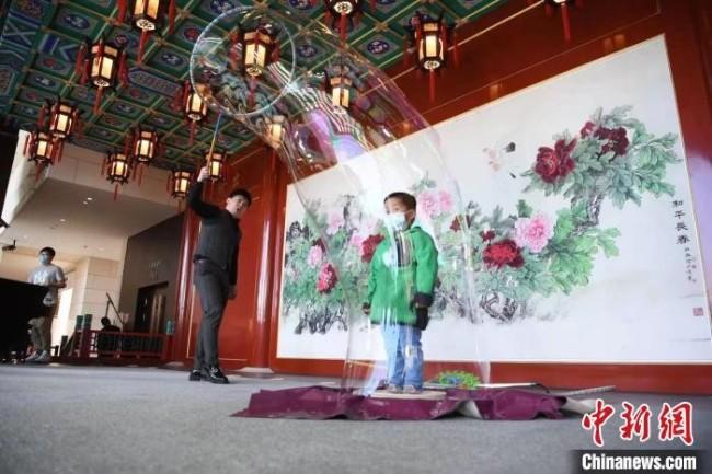 北京天桥艺术中心第五届诗意生活节现场 杜洋 摄