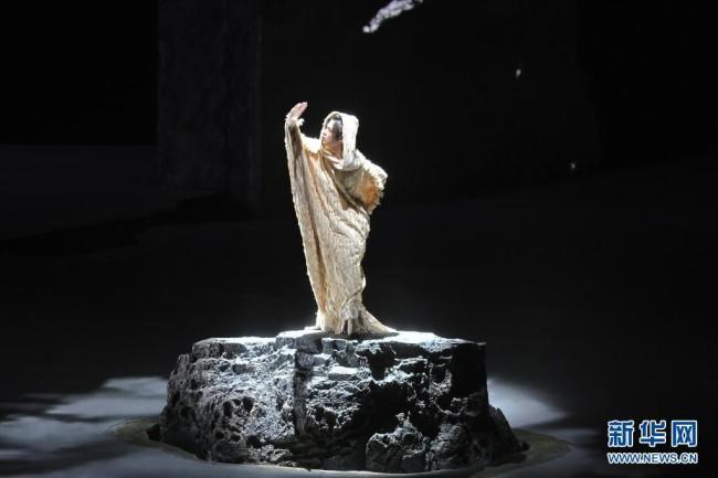 5月27日,演员在原创音乐剧《赵氏孤儿》的演出中。