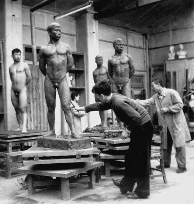 1959年雕塑系五年级课堂教学