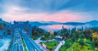"""""""四明之窗""""百里红诗路上的美丽风景。  俞 轩摄"""