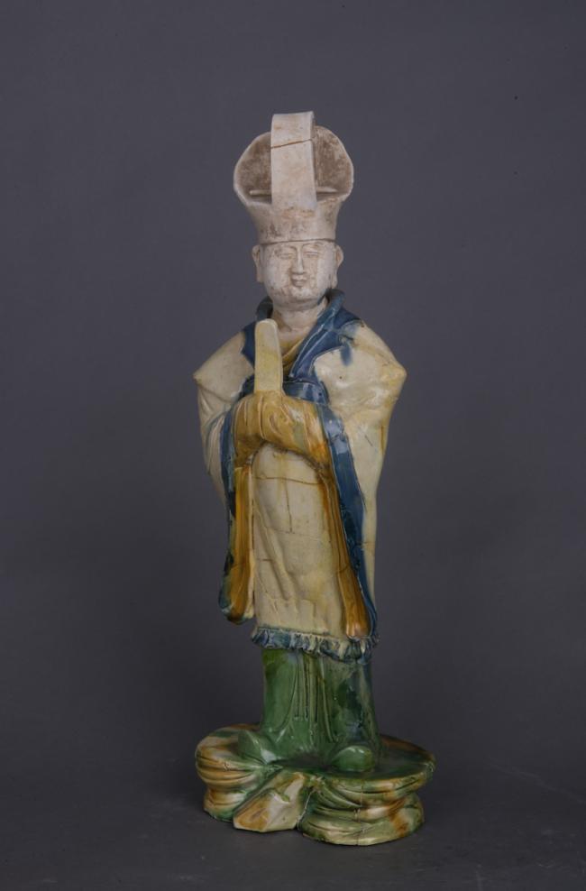 三彩单梁冠捧笏文官俑,唐,高49.8厘米,西安博物院藏